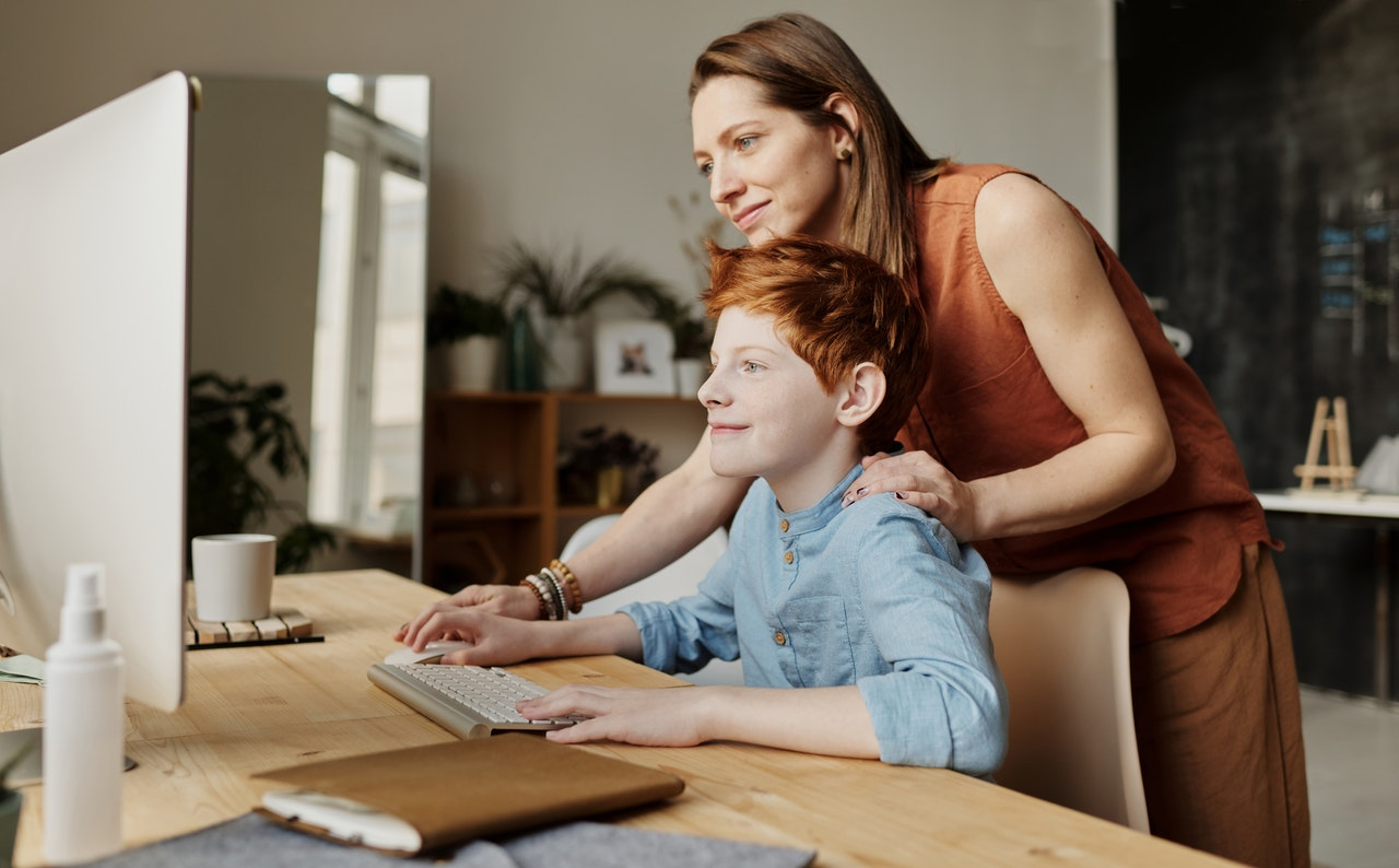 11 Tips For Managing Kids of Different Ages Who Are Learning at Home
