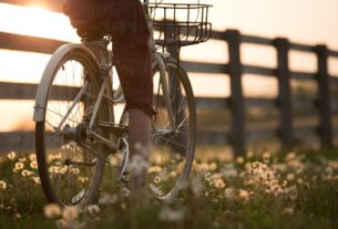 Back on Your Bike: 4 Benefits Cycling Can Offer Women